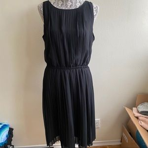 Banana Republic Dresses - Banana Republic Black Pleated Dress Sz 12